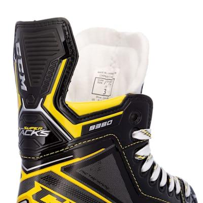 (CCM Super Tacks 9380 Ice Hockey Skates - Junior)
