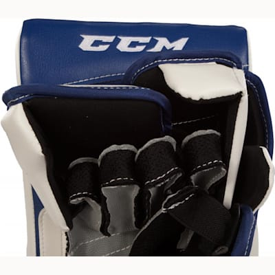 Finger View (CCM Extreme Flex II 860 Goalie Blocker - Intermediate)