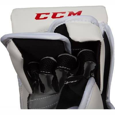Nose View (CCM Extreme Flex II 760 Hockey Goalie Blocker - Junior)