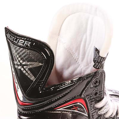 S17 Vapor X900 Ice Skate - Tongue Shot (Bauer Vapor X900 Ice Hockey Skates - 2017 - Junior)