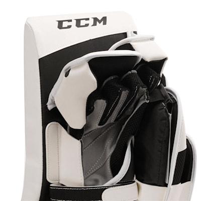 Extreme Flex E3.5 Blocker (CCM Extreme Flex E3.5 Goalie Blocker - Senior)