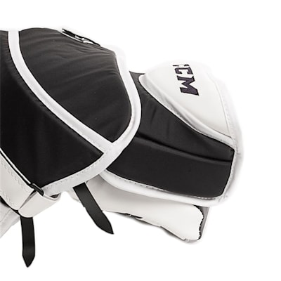(CCM Extreme Flex E3.9 Goalie Catch Glove - Senior)