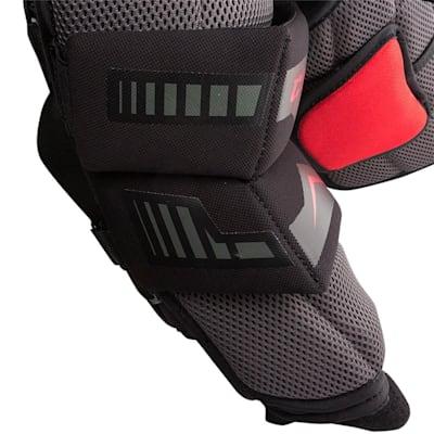 (CCM Extreme Flex Shield E2.5 Goalie Chest and Arm Protector - Junior)
