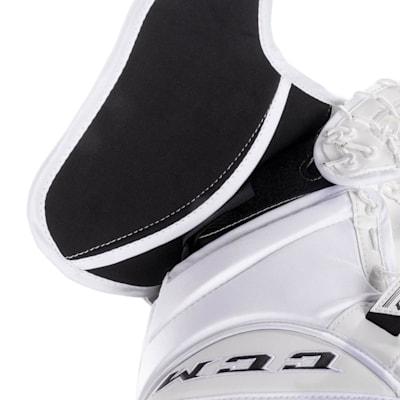 (CCM Extreme Flex 4 Pro Goalie Glove - Senior)