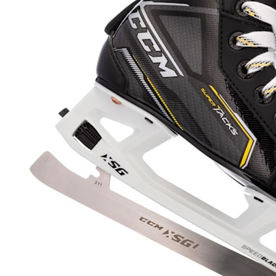 (CCM Tacks 9370 Youth Ice Hockey Goalie Skates - Youth)