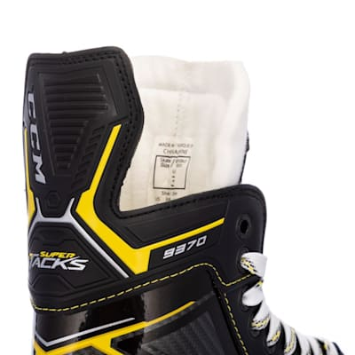 (CCM Super Tacks 9370 Ice Hockey Skates - Junior)